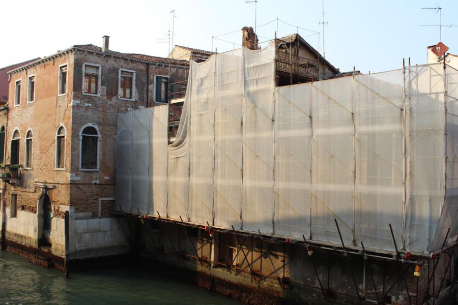 Chic Words | Underground Venice | Street Style