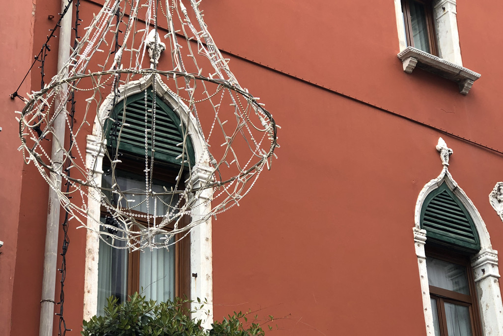 Venezia Rosso | Chic Words